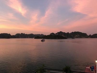 Coucher de soleil dans la baie d'Ha Long